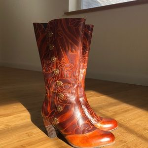 Leather Spring Step L'Artiste boots.